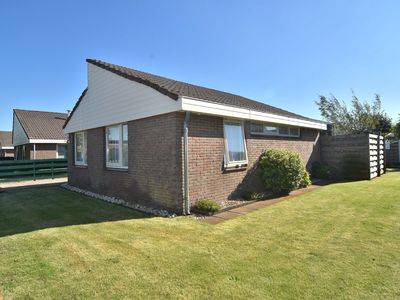 Photo for Lovely, detached bungalow in quiet location near the sea in Egmond aan Den Hoef