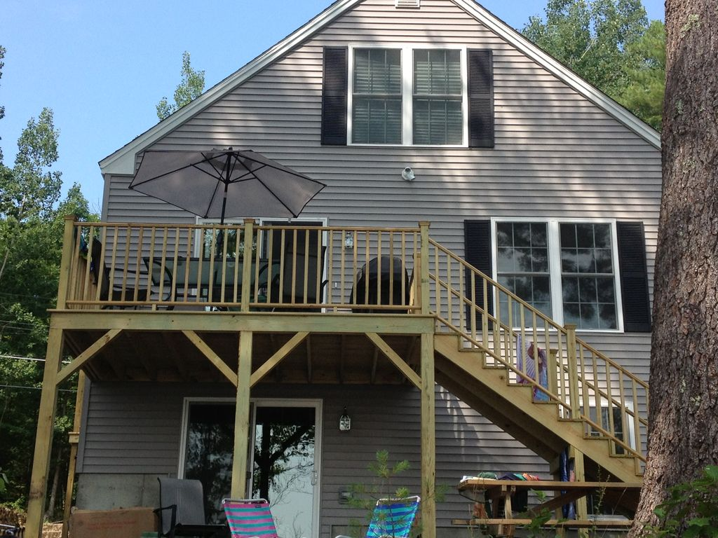 Lake house available for rent in maine 39 s la homeaway for Cabin rentals in maine with hot tub