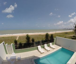 Foot In The Sand Apartments: Comfortable 120 m² with pool, in the prime area of Bessa