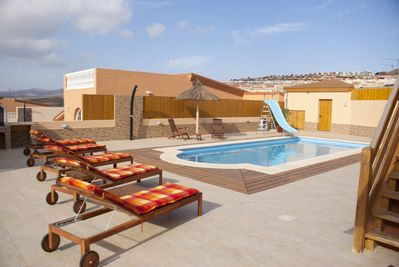 4 Bed Villa in Town, 10m Pool wif Kid Slide, Safety Fence, BBQ, Outdoor  Lounges - Castillo Caleta de Fuste