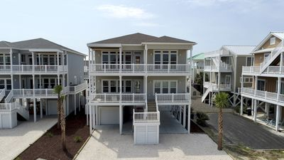 Photo for Easy Breezy, Ocean Isle Beach in The Resort with pool, tiki bar, pool table and space for 22 guests