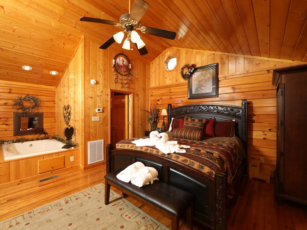 Pet Friendly 1 Bedroom Cabin 2 Miles From Downtown Pigeon Forge Easy Access