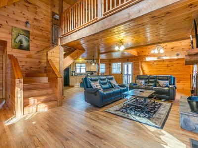 Private Custom Cabin | Huge Hot Tub | Private Porches | Fire Pit | Pool Table