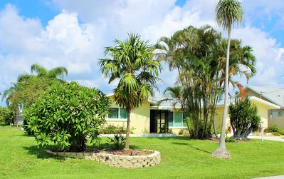 Photo for Cozy pool home, Quick gulf access yet close to downtown, Desirable SE Cape Coral