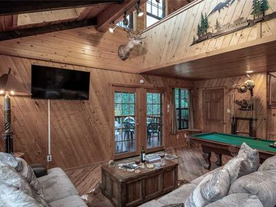 Photo for Bear Country Cabin, 3 Bedrooms, Hot Tub, Pool Table, HDTV, Fireplace, Sleeps 9