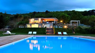 Photo for Superb APT 8  in large villa - lounge bar/restaurant, pool, lake - 5 kms Spoleto