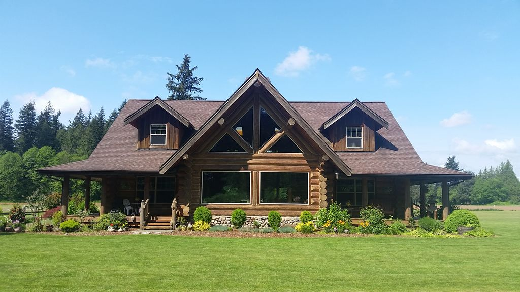 Log Home in Beautiful Country Setting.