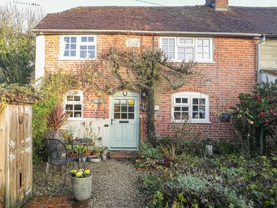Photo for Pear Tree Cottage, EAST KNOYLE
