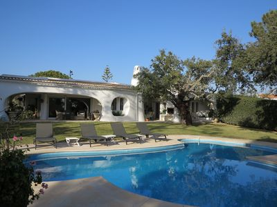Photo for Charming Algarvian style villa 2 mins fr Quinta do Lago golf courses and Vale de Lobo