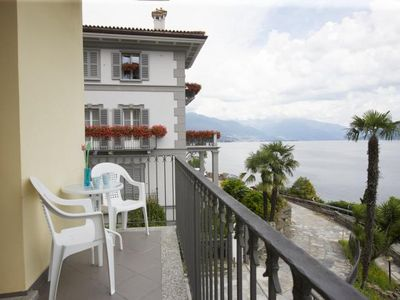 Photo for Tastefully furnished holiday home with sunbathing area on the lake