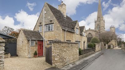 Photo for Church Cottage, Burford, Cotswolds - sleeps 6 guests  in 3 bedrooms