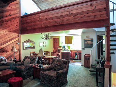 Mountain Rustic, Spacious Townhome, On the Shuttle Route