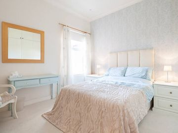 Luxury 2 Bed Edwardian House - FreeWi-Fi & Parking, Sunny Garden