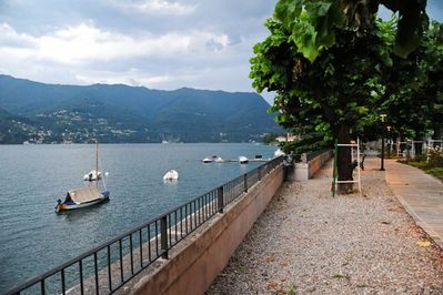 the lake front of Laglio