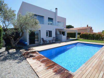 Photo for Holiday rental villa with swimming pool in Begur, Begur