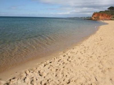MORNINGTON BEACH APARTMENT #4: directly opposite the beach with great views.