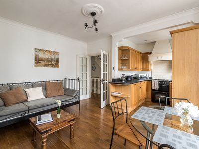Photo for Spacious 2 bedroom 2 bathroom flat in leafy West London