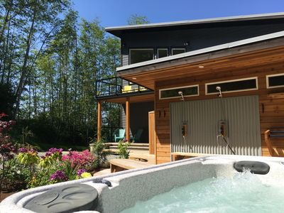 Photo for 3 Bdrm home with view & hot tub / walk to village!