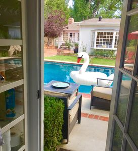 Poolhouse Retreat •2BD/1BA•Spa•BBQ•Firepit•24/7 Contact Free Private Entry•Laund