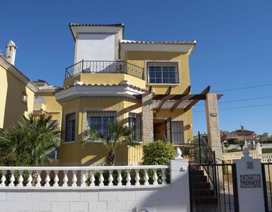 Photo for Luxury 8 pesoons villa located in a quiet residential area 10 minutes from the sea