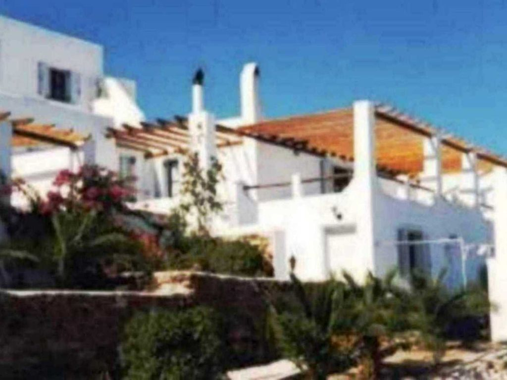 Ground Floor House 200 M2 In A Villa Complex With Shared Pool, Good For 8  People