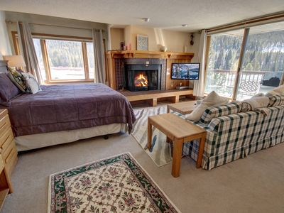 Photo for Lenawee 1728 Studio full size Kitchen, FREE WIFI/SHUTTLE to slopes, KING bed by Summitcove Vacation Lodging