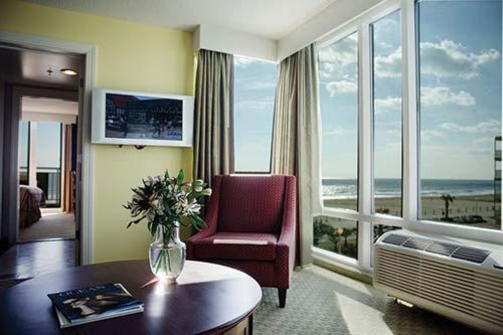 Ocean beach club and oceanaire at ocean beach club 2 - 3 bedroom suites in virginia beach ...