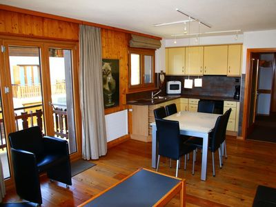 Photo for Renovated 2-bedroom-apartment, 3*, for 5 people located at 800 m of the ski slopes and only 100m fro
