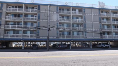 Photo for BAYFRONT, COMMUNITY POOL, Deck, Well Equipped Kitchen, sleeps 8