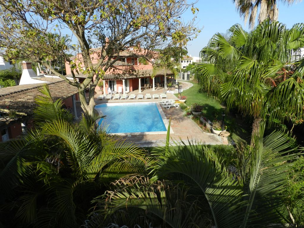 VILLA ON THE NATURAL PARK AND CLOSE TO BEACH, BEAUTIFUL GARDEN AND SWIMMING POOL
