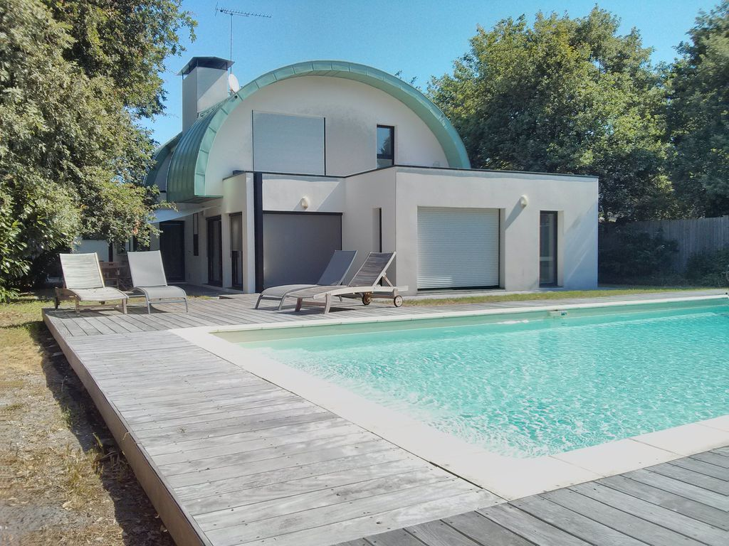 Spacious and bright modern villa with pool on the ... - 1188561