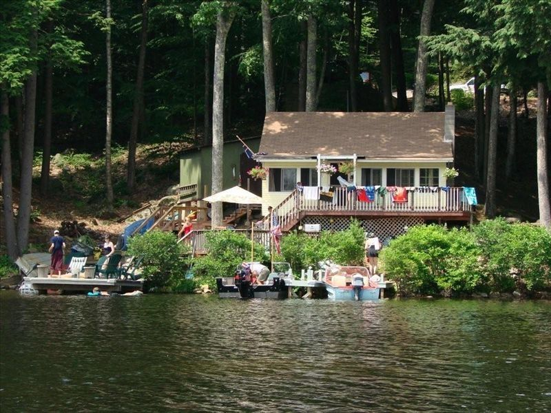 Pawtuckaway Lakehouse Beautiful Cottage