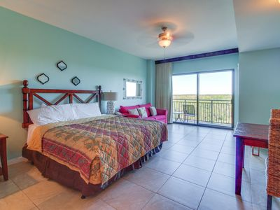 Photo for Studio condo with a shared pool and hot tub - walk to the beach!