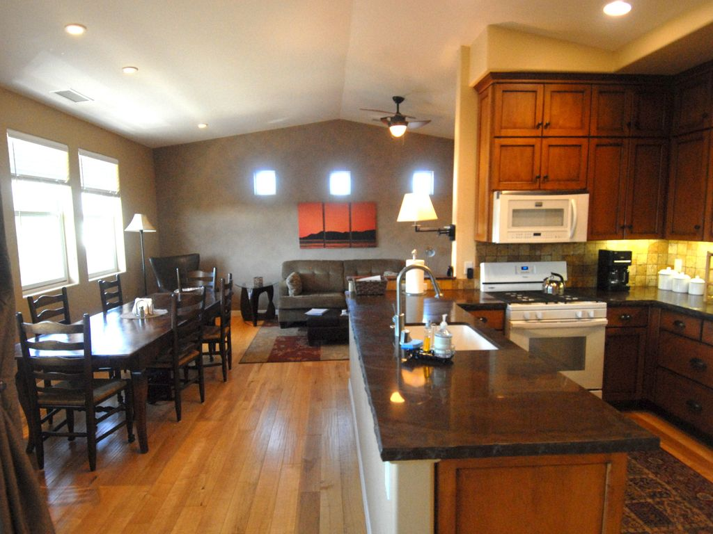 two master suites a c highly upgraded vrbo kitchen table living room at end with 10 vaulted ceilings