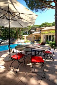 Photo for Beautiful villa with pool - quiet under the pines