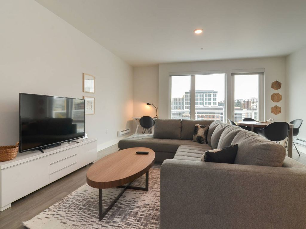Luxury Downtown (100 Walkscore) 1BD by Amazon 4 - One Bedroom Apartment, Sleeps 3