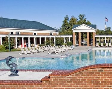 Photo for 2 BDRM- 10 MILES TO BUSCH GARDENS*INDOOR/OUTDOOR POOLS* 6 MILES TO COLONIAL AREA