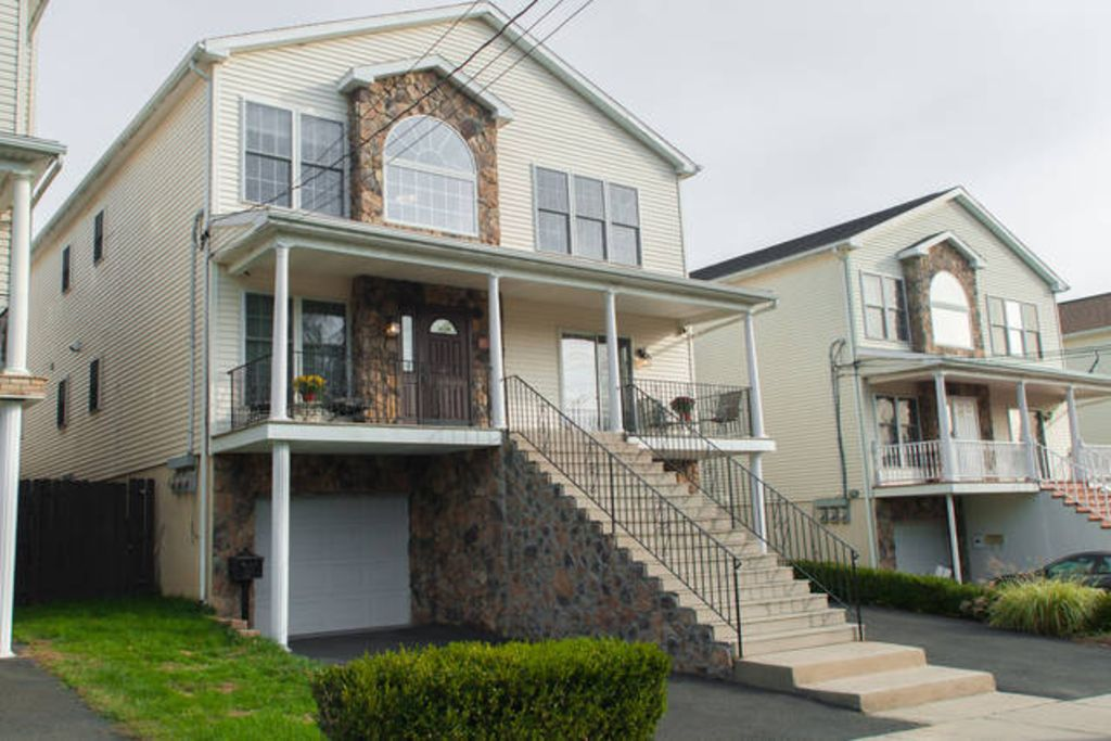 Beautiful Bright 3 Bedroom 2 Bath In Paterson Nj Minutes From Nyc Paterson New Jersey