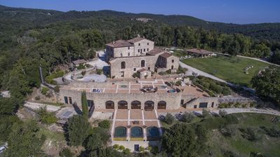 Photo for Il Belagaio Villa, Sleeps 27 with Pool and Air Con