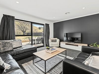 Photo for Modern Mount Pisa - Cromwell Holiday Home