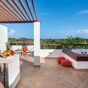 Photo for Chick Ambiance TAO PH steps from Pool-Rooftop & Jacuzzi  & Beach Resort Access