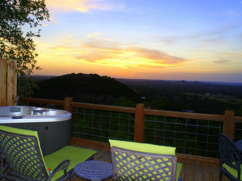 Romantic-amazing Views-Newly Renovated-new Hot Tub-has It All!