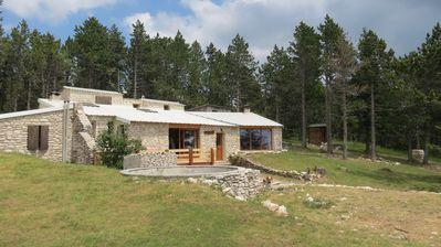 Photo for Former type of cottage barn in the heart of Ventoux
