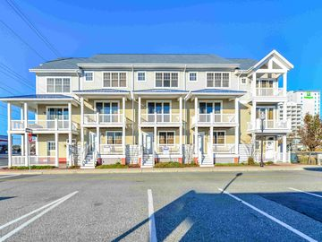 Luxury 3 Bedroom End Unit Townhouse Near the Boardwalk with Free WiFi Located Downtown and Just Steps to Beach!