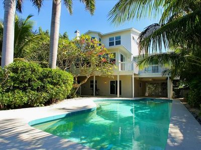 A Stunning Southern style large family home, minutes from Tampa Bay & City Pier     Free Wifi