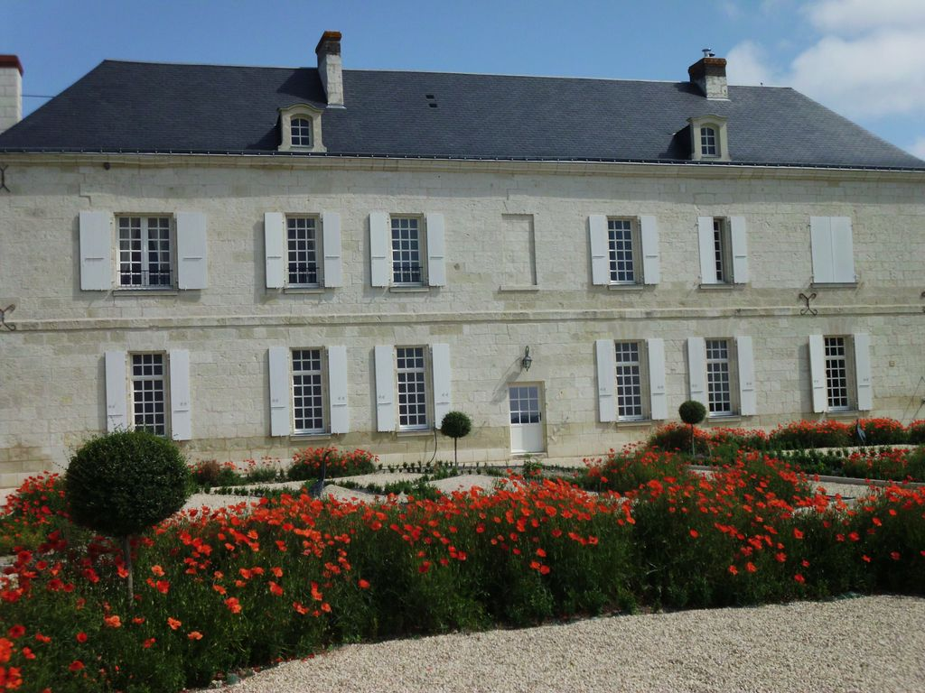 The chateau des coudreaux with spa and her chambre du for Chambre chateau
