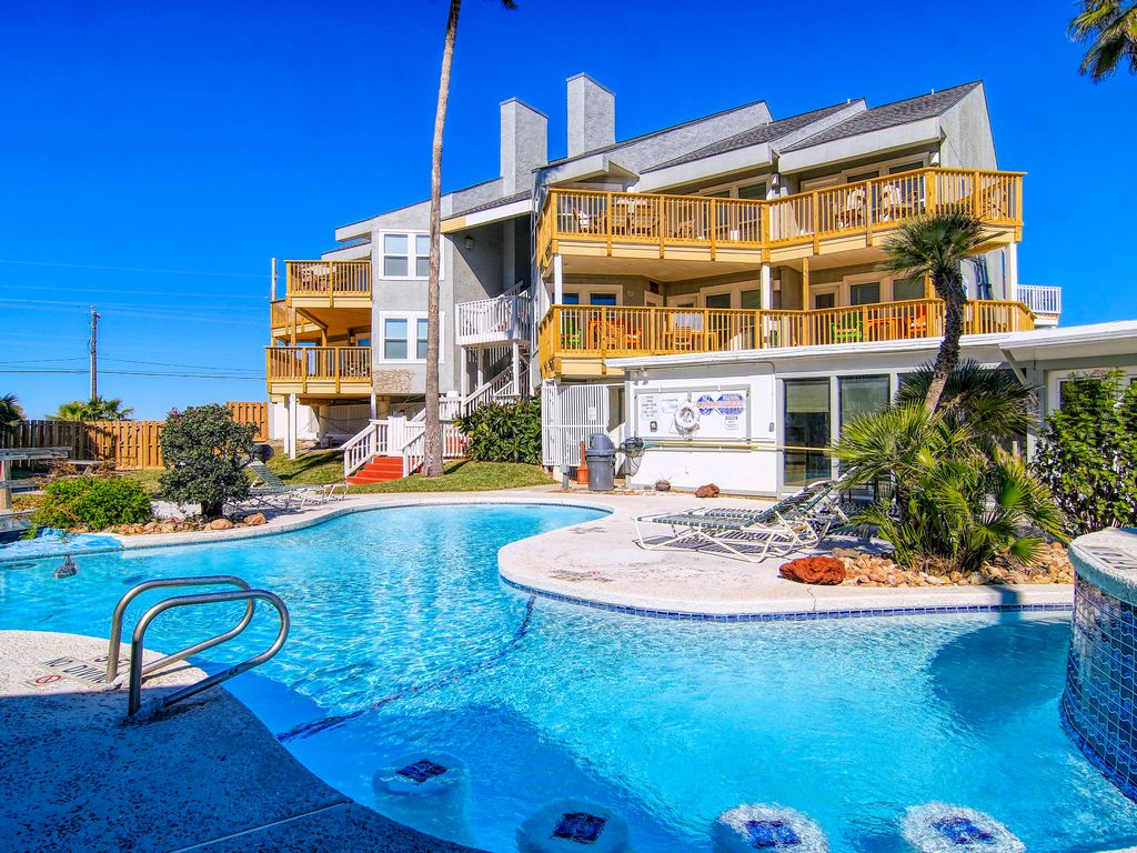 Smiling Jacks Escape: Boardwalk to Beach, Heated Pool, Pets, Near Ocean -  Port Aransas