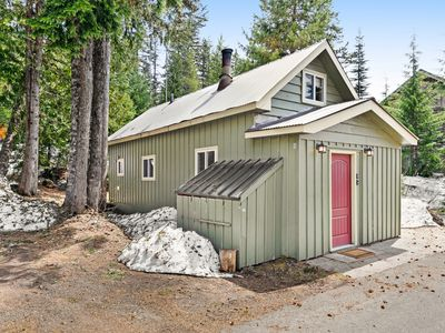 Photo for Cozy, comfortable cottage in Government Camp!