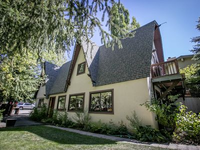 Unique 2,000sq.ft. Fully fenced, house, in the heart of Ketchum.