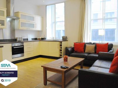 Photo for Exquisite 2BR Flat near Central Train Station